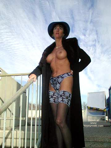 Pic #3 - Gwendy Sexy Outside in Nylons