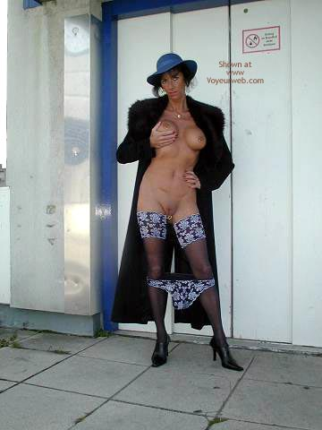 Pic #4 - Gwendy Sexy Outside in Nylons