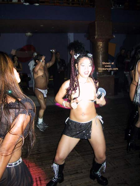 Pic #6 - Naughty Asian Gurl At a Club!
