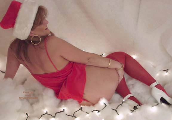 Pic #4 - *HR Sara Dresses As Mrs. Claus