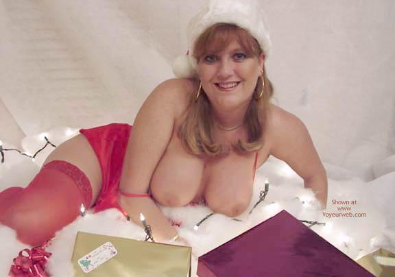 Pic #6 - *HR Sara Dresses As Mrs. Claus