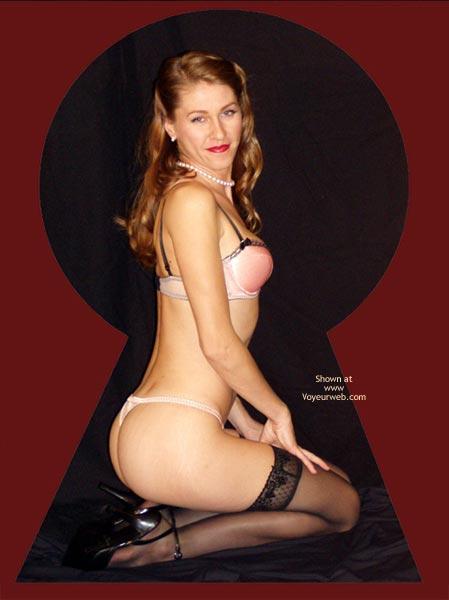 Pic #5 - Juliette Through The Keyhole