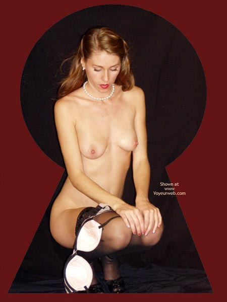Pic #8 - Juliette Through The Keyhole