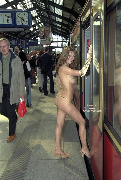 Pic #6 - *FP Jeanette Flashing in Berlin Subway