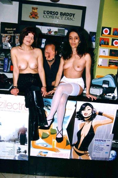 Pic #1 - *GG Angela & Alessandra al Music Shop