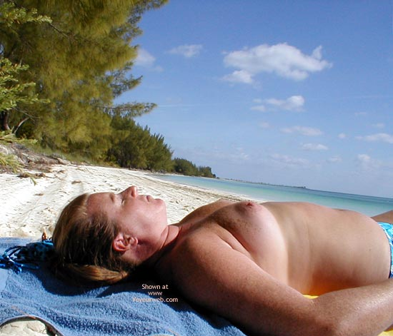 Pic #5 - Redhead From Seattle in The Bahamas 2