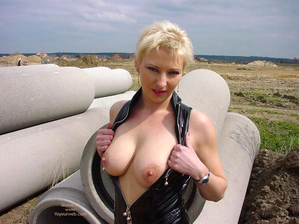 Pic #3 - Outdoor Slut Sofi