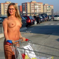 shopping nude, exposed in public, Elise