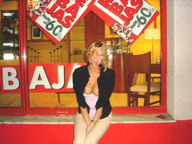 Pic #3 - Lorena en Publico