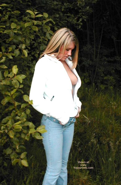 Pic #1 - Sexy Exhibitionst Fun In The Woods