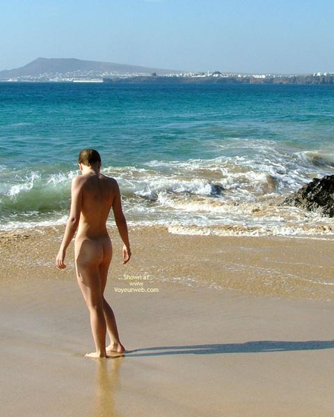 Pic #2 - *SK 20 yo Susan´s First Time Nude on The Beach
