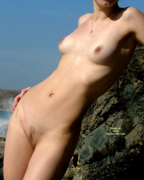Pic #4 - *SK 20 yo Susan´s First Time Nude on The Beach