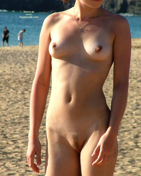 Pic #6 - *SK 20 yo Susan´s First Time Nude on The Beach