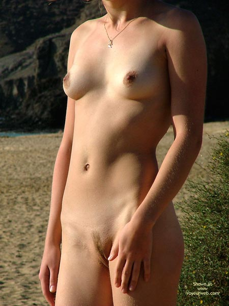 Pic #7 - *SK 20 yo Susan´s First Time Nude on The Beach
