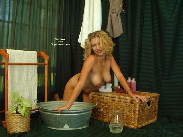 Pic #5 - Elli Tub Teasing