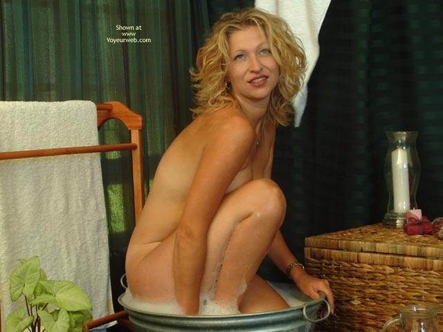 Pic #7 - Elli Tub Teasing