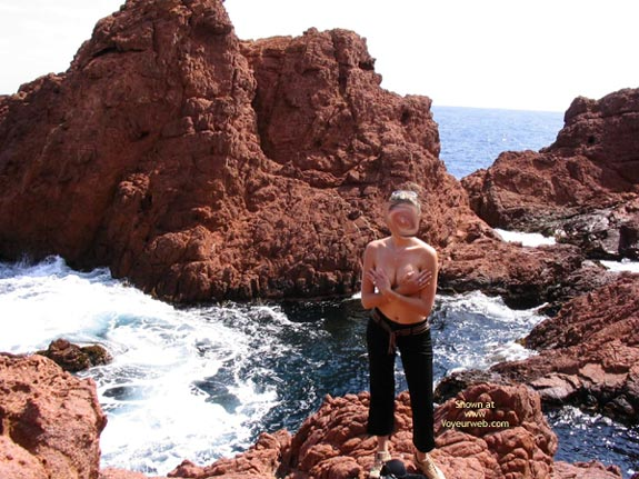 Pic #1 - 20 yo Girlfriend Nude On The Rocks