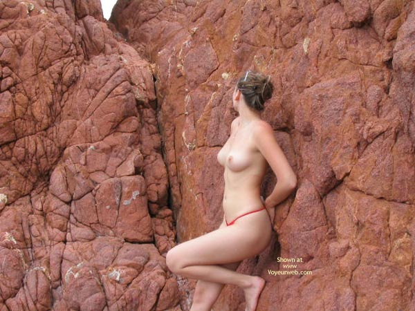 Pic #4 - 20 yo Girlfriend Nude On The Rocks