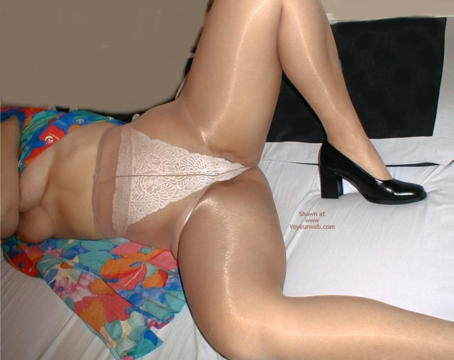 Pic #4 - Natasja in Sheer Pantyhose