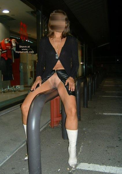 Pic #3 - Dama Vetrine by Night