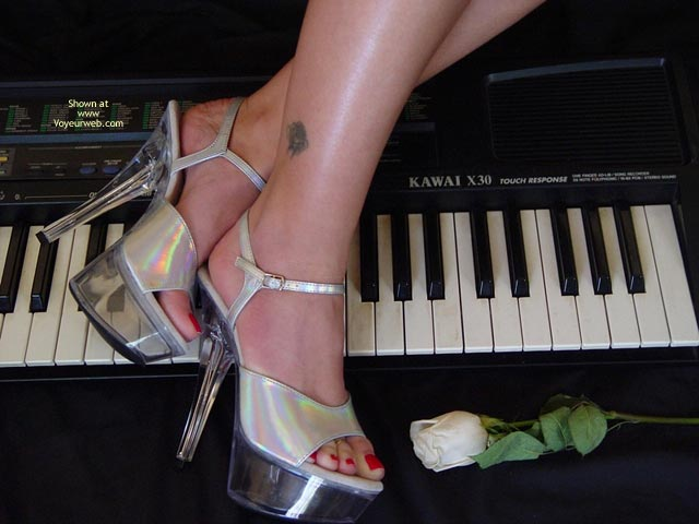 Pic #8 - Lindsey'S Keyboard And A Rose