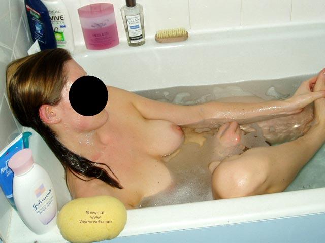 Pic #3 - Sexy Flatmate Bathtime