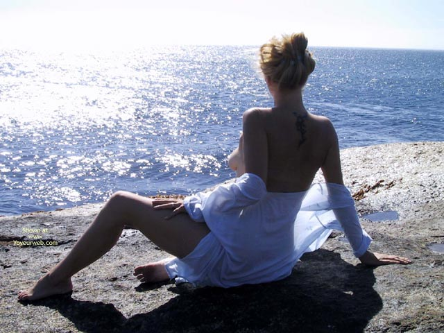 Pic #9 - Elli On The Rocks
