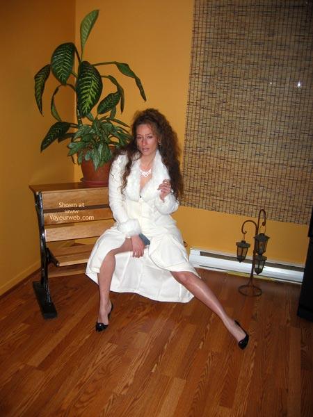 Pic #1 - Natacha Et Son Manteau Blanc