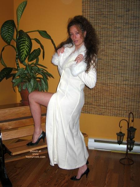 Pic #2 - Natacha Et Son Manteau Blanc