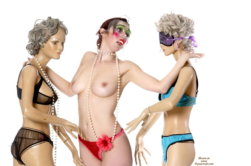 Pic #1 - Model Threesome - Small Tits , Nice-sized Breasts With Erect Nipples, Red Cheeks Green Eyeliner Clown Mask, Slender Waist, Pearl Necklace, Blow Up Dolls, Sex Dolls, Plastic Beauty, Clown Makeup