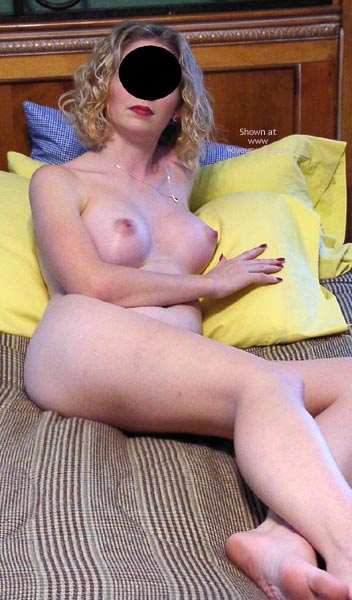 Pic #4 - Hot Newcomer Wife