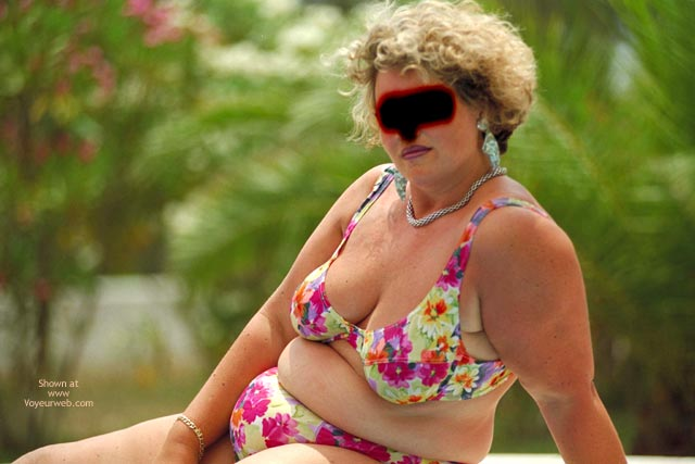 Pic #1 - Hangig Udders From Maria In Bikini