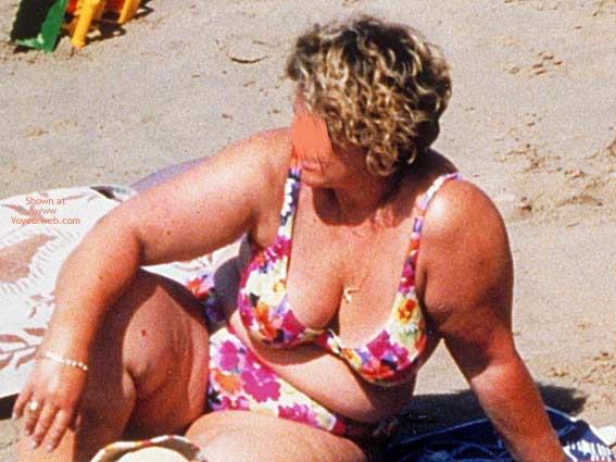 Pic #2 - Hangig Udders From Maria In Bikini