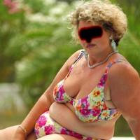 Hangig Udders From Maria In Bikini