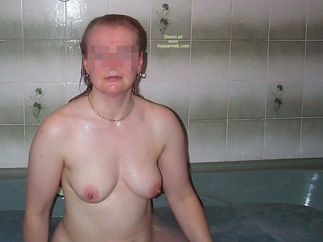 Pic #1 - Uk Wife In The Bath