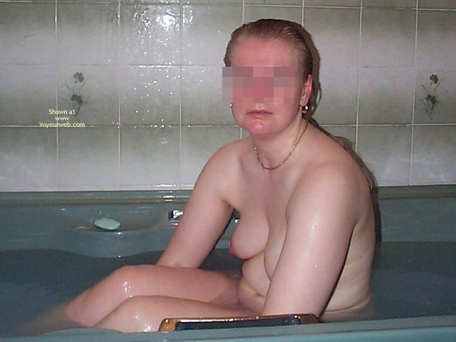 Pic #2 - Uk Wife In The Bath