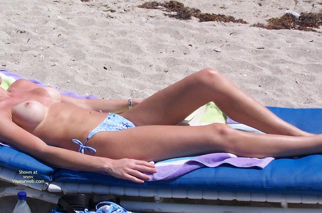 Pic #5 - Newcomer Topless On The Beach