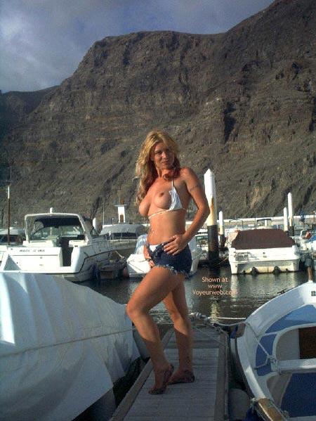 Pic #5 - Sexy Blonde Flashing Tits In Marina