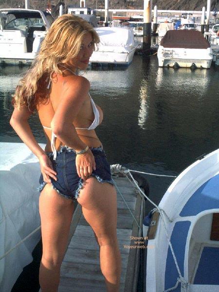 Pic #9 - Sexy Blonde Flashing Tits In Marina