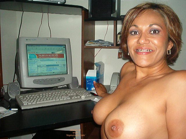 Pic #5 - Hot Mexican Girlfriend At The Computer