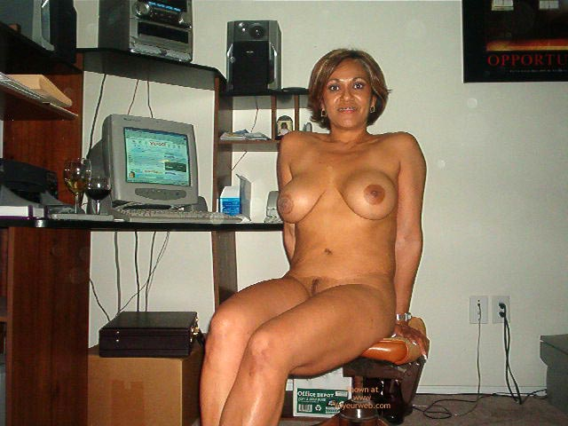 Pic #10 - Hot Mexican Girlfriend At The Computer