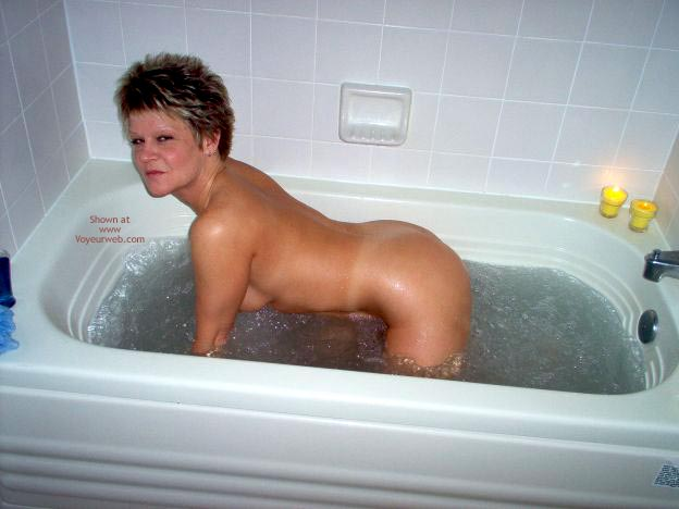 Pic #4 - Angelique In The Tub 2