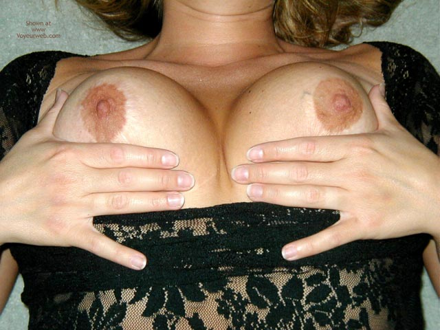 Pic #6 - Hot Milf Let'S Them Out