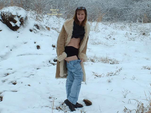 Pic #5 - Sexxxylexi Flashes Out In The Snow