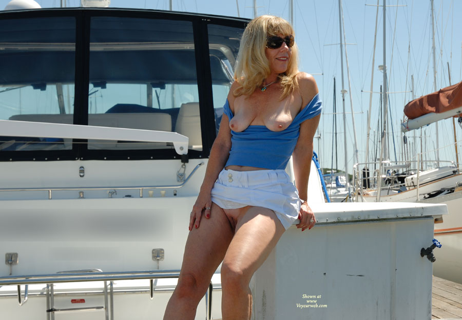 I'd love to hitch a ride on this yacht......