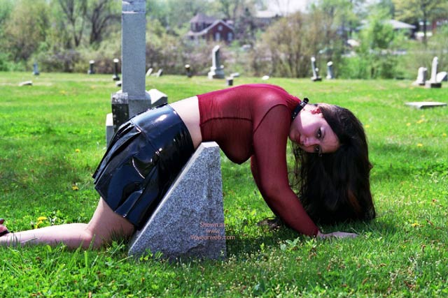 Pic #1 - What Do U Want On Ur Tombstone?