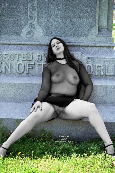 Pic #7 - What Do U Want On Ur Tombstone?