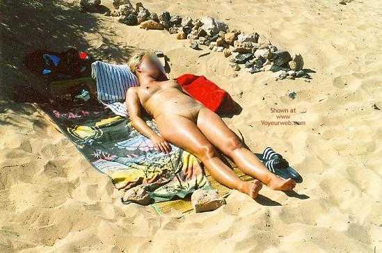 Pic #6 - Cindy Alleine Nackt Am Strand