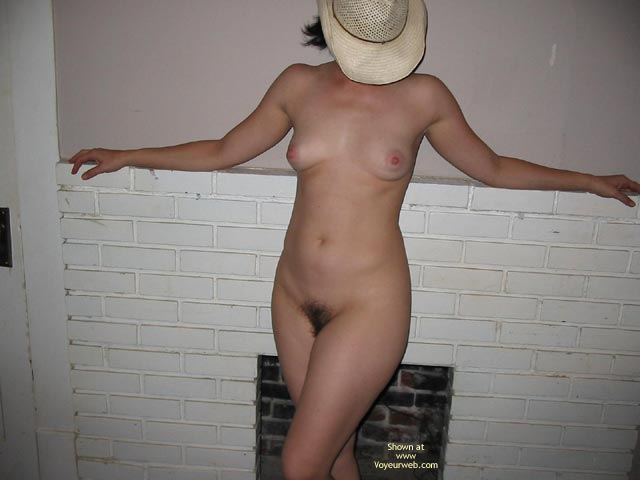 Pic #9 - Wife Getting Bare Pt2