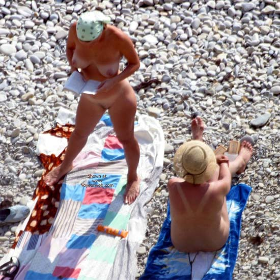 Pic #6 - Nude Beautiful Girls Down On The Beach